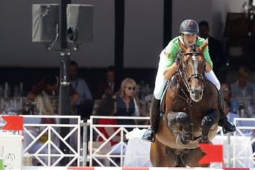 Nicola Philippaerts on H&M Forever D Arco Ter Linden