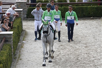 GCL of Valkenswaard - Team Paris Jets walking to the arena
