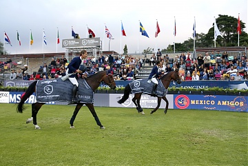 Team Mexico Amigos parade after winning GCL of Cascais