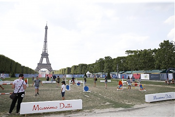Massimo Dutti Playground just in front of the Eiffel Tower