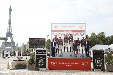 The podium of GCL Paris Eiffel: 1st Montreal DIamonds, 2nd Madrid in Motion and 3rd Miami Celtics. Trophies are presented by Jan Tops, Virginie Couperie Eiffel and Jean Jacques Salaun (General manager Inditex Group)