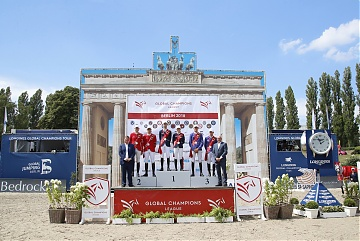 The podium of GCL Berlin: 1st St Tropez Pirates, 2nd London Knights and 3rd Valkenswaard United. Trophies are presented by Jan Tops and Volker Wulff