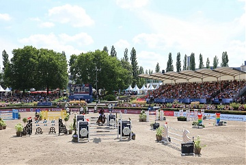 Fully packed grandstands during Round 2 of GCL Berlin