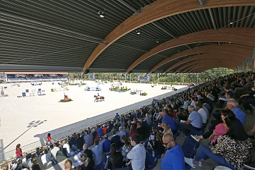 Packed grandstand for Round 2 of GCL Valkenswaard